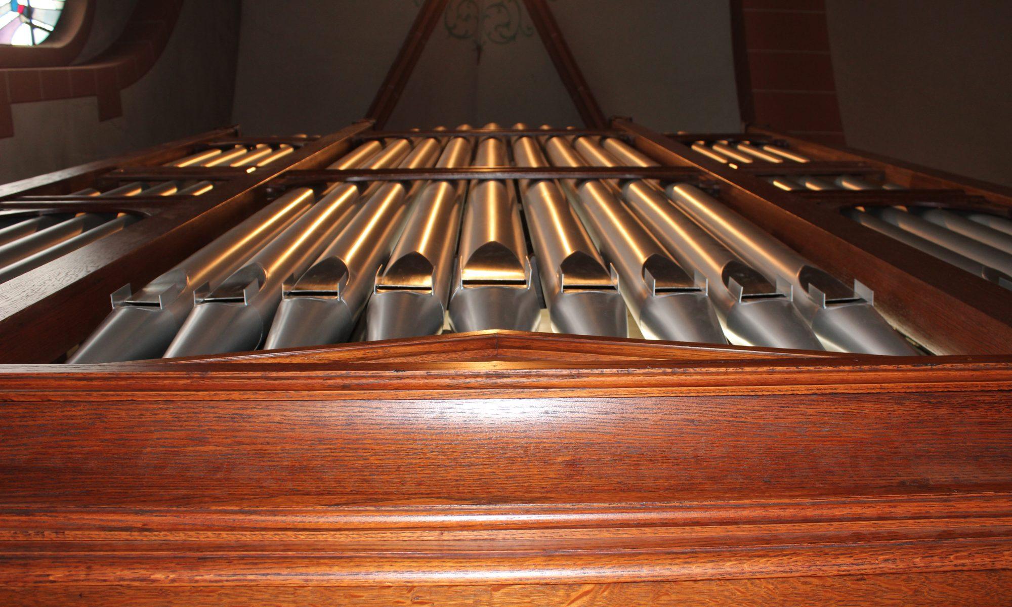 Nelson-Orgelpfeifen nach oben